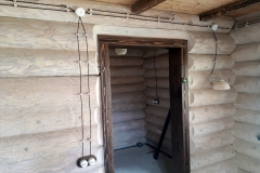 винтажная электропроводка в деревянном доме